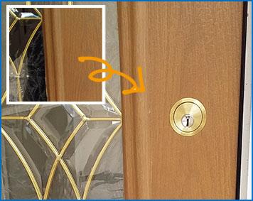玄関に鍵を取り付ける